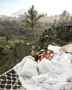 Looking for that famous Airbnb Ubud Treehouse with the outdoor hammock bed and killer views of the rice fields? Honeymoon The Famous Airbnb Ubud Villa: Treehouse With Hammock Bed Wanderlust Travel, Bali Travel, Luxury Travel, Luxury Hotels, Ubud, Voyage Bali, Destination Voyage, Places To Travel, Travel Destinations