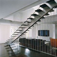 Love the airy, vertical divider