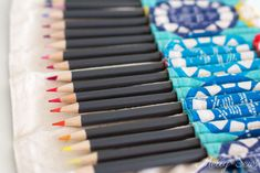 Sew a DIY pencil roll, which can also be made into a crayon roll or hold knitting needles or brushes - so many possibilities! Roll Up Pencil Case, Diy Pencil Case, Crayon Roll Tutorial, Diy Tutorial, Sewing Crafts, Sewing Projects, Sewing Ideas, Diy Crayons, Plastic Canvas Tissue Boxes