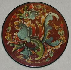 Unni Marie Lien's distinctive style of rosemaling.  Very nice.