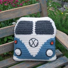 This crochet pattern is to make a Campervan Cushion Cover approximately square. I've made the original in Wendy Serenity Super Chunky yarn x ba Crochet Diy, Bag Crochet, Crochet Amigurumi, Crochet Home, Crochet Crafts, Yarn Crafts, Crochet Projects, Ravelry Crochet, Crochet Ideas