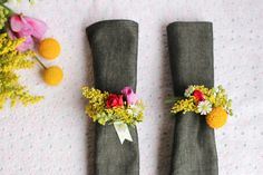 DIY: fresh flower napkin rings, love them with dark napkins