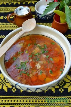 Beef soup with tomatoes Romanian Food, Romanian Recipes, Russian Recipes, Recipes From Heaven, Soups And Stews, Deserts, Curry, Food And Drink, Yummy Food