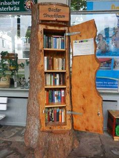A bookshelf shaped like a tree trunk… what a cut… – … - Bücherregal Dekor Little Free Libraries, Little Library, Free Library, Library Ideas, Mini Library, Diy Home, Home Decor, Diy Casa, Decorate Your Room