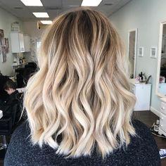 manggiswall - 0 results for blonde balayage Blonde Hair Looks, Brown Blonde Hair, Light Brown Hair, Light Hair, Wavy Lob Haircut, Hair Color Balayage, Blonde Lob Balayage, Blonde Highlights, Grunge Hair
