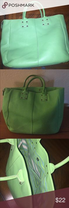"""Lime green leather tote Gap tote measures 11"""" high 13"""" wide 5"""" deep with no noticeable wear GAP Bags Totes"""