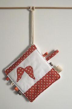 doudou étiquette liberty vieux rose et ailes d'ange : Mode Bébé par my-home-made