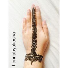 Modern bangle type mehndi design