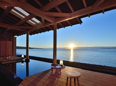 Spend private time with the expansive blue ocean and sky. The open air baths along the ocean are absolutely superb. 136 min by JR Limited Express from Tokyo Sta. Shizuoka, Spring Nature, Japan Travel, Japan Trip, Hot Springs, Hotels And Resorts, Decor Interior Design, Pergola, Outdoor Structures
