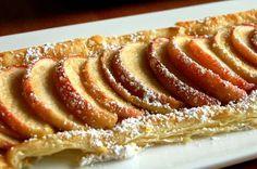 Een prachtige taart, snel klaar in 20 minuten gebakken, voor elke gelegenheid, heerlijk met vanilleijs of crème fraîche: appeltaart met bladerdeeg en vanille.