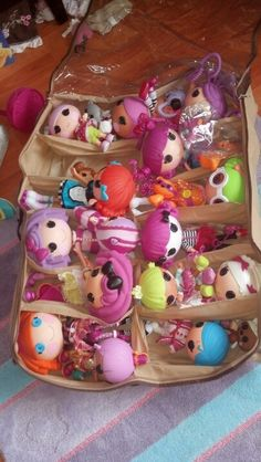 Lalaloopsy Storage under bed shoe storage..works for any dolls.. Hahah how cute!! I would do this for Paite Paite