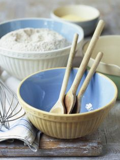 Baking with vintage bowls yes. Bisquick Recipes Biscuits, Biscuit Recipe, Baking Bowl, Vintage Bowls, Mixing Bowls, Cupcakes, Kitchen Items, Kitchen Supplies, Kitchen Tools