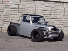 Fenderless 1950 Ford F-1 that needs to be in my life. Like now.