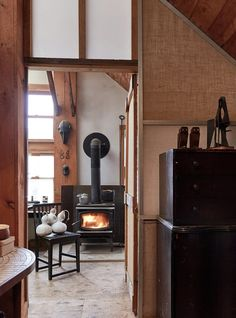 John-Paul Philippe turns neglected Connecticut barn into his home and studio Rustic Lake Houses, Rustic Cabin Decor, Diy Log Cabin, Rustic Master Bedroom, Farmhouse Style Bedrooms, Accent Walls In Living Room, Barn Style Doors, Cabin Homes, Connecticut