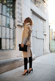 Black skinny trousers and mac,always simple and chic.
