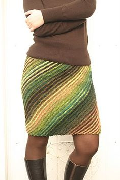 Knitting Patterns Skirt strickrock - could be done in double ended crochet with a chance of fabulousness. Crochet Skirts, Knit Skirt, Crochet Clothes, Knit Dress, Mode Crochet, Crochet Basics, Knit Crochet, Pullover Rock, Crochet Humor