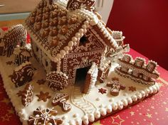 gingerbread with cookies Gingerbread House Designs, Gingerbread Village, Christmas Gingerbread House, Gingerbread Houses, Gingerbread Cookies, Gingerbread Recipes, Christmas Crafts For Gifts, Christmas Holidays, Candy House