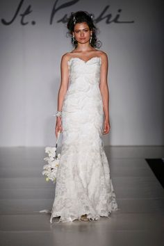 Avine Perucci Style 544 Bridal Gown/Wedding Dress by St. Pucchi