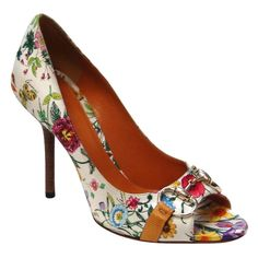 Gucci Floral Print Silk Shoes ❤ liked on Polyvore