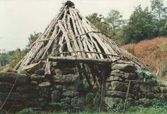 Ricordo di un pagliaro con base perimetrale in pietra