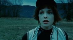 Alice Cullen baseball game Having a visit from nomad vampires Alice Twilight, Twilight 2008, Twilight New Moon, Twilight Saga, Alice Cullen, The Cullen, Ashley Greene Twilight, Alice And Jasper, Pleasing People