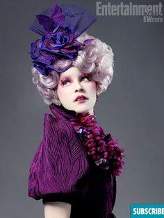 Elizabeth Banks (Effie Trinket) The pink-haired, sadistically bubbly Trinket serves as an escort for District 12 tributes Katniss Everdeen and Peeta Mellark. Also a bit of a social climber, Trinket is all too excited to be part of the reaping Hunger Games Characters, Hunger Games Humor, Hunger Games Catching Fire, Hunger Games Trilogy, Hunger Games Makeup, Katniss Everdeen, Fashion Tv, Rome Fashion, City Fashion