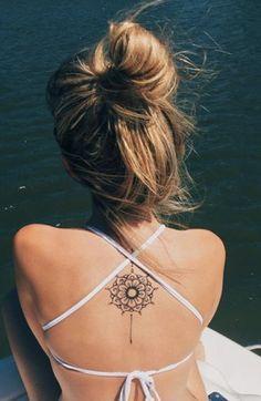 mini tattoos frauen * mini tattoos + mini tattoos with meaning + mini tattoos frauen + mini tattoos unique + mini tattoos men + mini tattoos femininas + mini tattoos ideas + mini tattoos for women Cool Back Tattoos, Upper Back Tattoos, Spine Tattoos, Cute Tattoos, Body Art Tattoos, Sleeve Tattoos, Tattoo On Neck, Arm Tattoo, Lower Back Tattoo