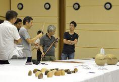 日本の素晴らしい伝統技術を売って、オーダーメイド制作。 家具、インテリアなどのプロデュースカンパニー「t.c.k.w」のプロジェクトである「ubushina」。漆、金箔、鋳物、陶磁器、和紙、布、木工など伝統的な素材や技術を用いながら、家具・照明器具・アートオブジェなどの製作やプロダクトの開発を行って…