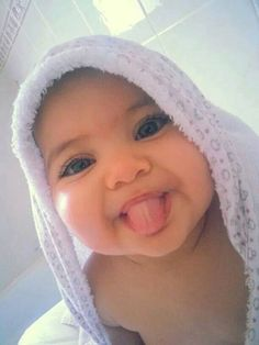 baby, cute, family, kids, love, sweet, tongue, hlel - image #2225862 by Lauralai on Favim.com