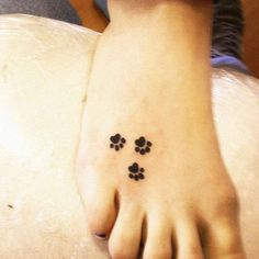 #small #paw #foot #tattoo #girly #tattooing