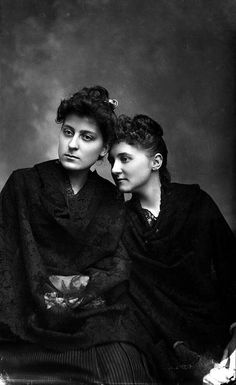 Miss Higgins and Laura Barnes, Tallahassee, c. 1890. #Victorian #women #fashion