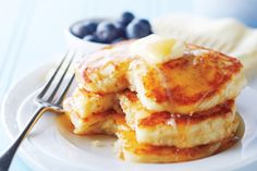 Best Buttermilk Pancakes—A splash of vanilla and a small pat of butter are the secret ingredients in these decadent, fluffy pancakes. Buttermilk Pancakes, Breakfast Pancakes, Pancakes And Waffles, Fluffy Pancakes, Pancake Muffins, Brunch Recipes, Appetizer Recipes, Breakfast Recipes, Breakfast Ideas