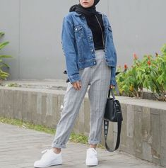 Checked pants hijab style – Just Trendy Girls Modern Hijab Fashion, Street Hijab Fashion, Hijab Fashion Inspiration, Muslim Fashion, Modest Fashion, Fashion Outfits, Sneakers Fashion, Hijab Fashion Style, Fashion Fashion