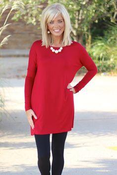Our Tried & True Piko Style Tunic is the perfect addition to your wardrobe to pair with all your leggings, skinny jeans, pants and capris. Short Layered Bob Haircuts, Thin Hair Haircuts, Hairstyles With Bangs, Trendy Hairstyles, Medium Hair Cuts, Medium Hair Styles, Short Hair Styles, Beauty Tips For Hair, Hair Beauty