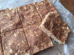 No-bake chocolate protein bars are made with just six ingredients and are the perfect snack for on-the-go, busy days! Healthy Protein Snacks, Diabetic Snacks, Healthy Snacks For Diabetics, Protein Foods, Healthy Treats, High Protein, Protein Recipes, Healthy Recipes, Diet Recipes