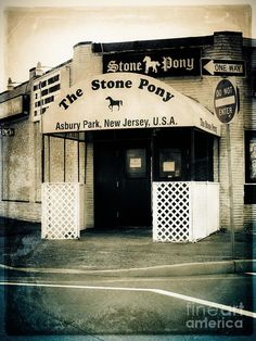 I miss going to the legendary Stone Pony in Asbury Park, NJ - Launched the careers of Bruce Springsteen and Bon Jovi Jersey Girl, New Jersey, Great Places, Places To Visit, Nj Shore, Asbury Park, Thing 1, Road Trip Usa, Bon Jovi