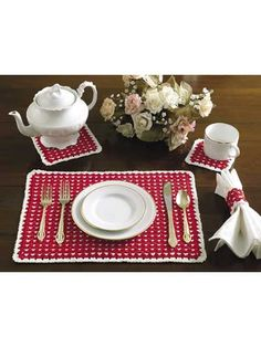 Crochet for the Home - Crochet Placemat Patterns - Opposites Attract Table Set