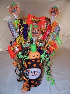 halloween candy bouquet 1500 - Halloween Candy Wreath