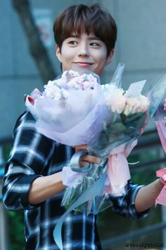 Park Bo Gum - Curious of what will he do with all those flowers. imagining his house full with flowers Handsome Actors, Handsome Boys, Asian Actors, Korean Actors, Park Bo Gum Wallpaper, Park Go Bum, Park Hyung, Song Joong, Park Seo Joon
