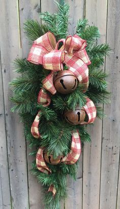 Browse through the artisans featured in the Craft Fair section of Country Sampler magazine. Christmas Door Wreaths, Christmas Swags, Handmade Christmas Decorations, Holiday Wreaths, Xmas Decorations, Holiday Crafts, Christmas Holidays, Christmas Ornaments, Christmas Wonderland