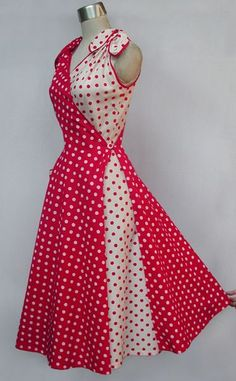 Butterfly Dress Style only lose the bows and add sleeves! Retro Mode, Mode Vintage, 1950s Fashion, Vintage Fashion, Pretty Dresses, Beautiful Dresses, Vestido Dot, Vintage Dresses, Vintage Outfits