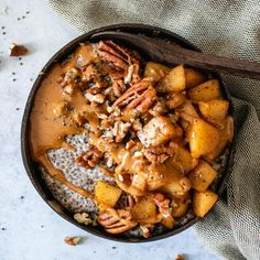 Warm Chai Spiced Chia Pudding with Cinnamon Apples Coconut Bowls Chia Pudding Almond Milk, Chia Bowl, Chia Recipe, Latte Recipe, Clean Eating, Healthy Eating, Healthy Lunches, Breakfast Bowls, Chia Pudding Breakfast