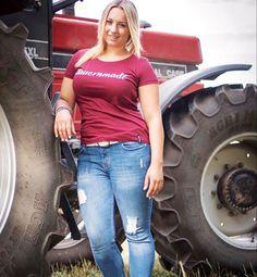 Sexy Cowgirl, Cowboy Girl, Hot Country Girls, Country Women, Farm Women, Redneck Girl, Farmer's Daughter, Trucks And Girls, Sexy Hot Girls