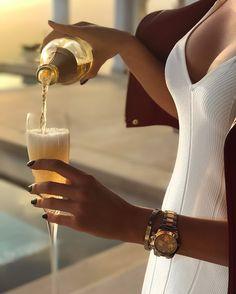 Estilo de vida de lujo con piezas a medida - estilo de vida - estilo de vida saludable - estilo de vida millonario - estilo de vida mujer - estilo de vida ideas Luxury Lifestyle Women, Rich Lifestyle, Lifestyle Blog, Spieth Und Wensky, Luxury Girl, Luxury Blog, Classy Aesthetic, Beige Aesthetic, Billionaire Lifestyle