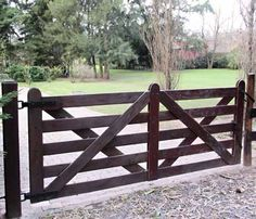 Ranch Fencing Gate Ideas Gallery, Ranch Driveway Gates provides Wooden Fence Gates, Ranch Gates, Horse Gates and Driveway Entrance gates, made of the strongest wood on earth. Diy Driveway, Driveway Entrance, Farm Entrance Gates, Driveway Ideas, House Entrance, Front Gates, Entry Gates, Wooden Fence Gate, Wooden Driveway Gates