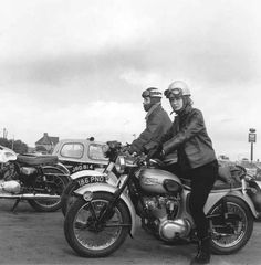 Vintage Motorcycles 32 Badass Vintage Photographs Of Women And Motorcycles A woman riding a Triumph Tiger Cub motorbike, - Girls rule, boys sit in the sidecar. Go on with your bad selves. Motos Vintage, Vintage Bikes, Vintage Motorcycles, Vintage Cars, British Motorcycles, Indian Motorcycles, Vintage Diy, Custom Motorcycles, Vintage Stuff