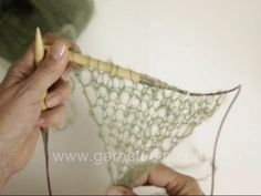 How to knit the triangular shawl in DROPS 127-8