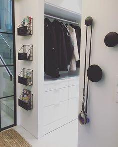 """Architect's Home in 🇫🇮 sanoo Instagramissa: """"Meillä näkee heti jo eteisestä, että täällä asuu järjestystä rakastava ihminen. Kotonamme on melko siistiä koko ajan ja selitys sille on…"""" Shoe Rack, Closet, Furniture, Home Decor, Armoire, Decoration Home, Room Decor, Shoe Racks, Closets"""