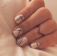 Line nail art designs is probably the simplest way to achieve a unique nail style. The versatility of these nail designs allows you to choose a unique set of options. Black and white nails are common in line nail art designs, perhaps because they loo Minimalist Nails, Summer Minimalist, Minimalist Style, Minimalist Design, Minimalist Fashion, Diy Nails, Cute Nails, Manicure Ideas, Nail Art Ideas