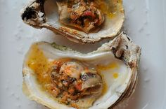 Grilled or Broiled Oysters with Sriracha Lime Butter. I have yet to have oysters but this looks delicious! Grilling Recipes, Fish Recipes, Seafood Recipes, Cooking Recipes, Spicy Recipes, Sriracha Recipes, Tapas, Grilled Oysters, Grilled Seafood
